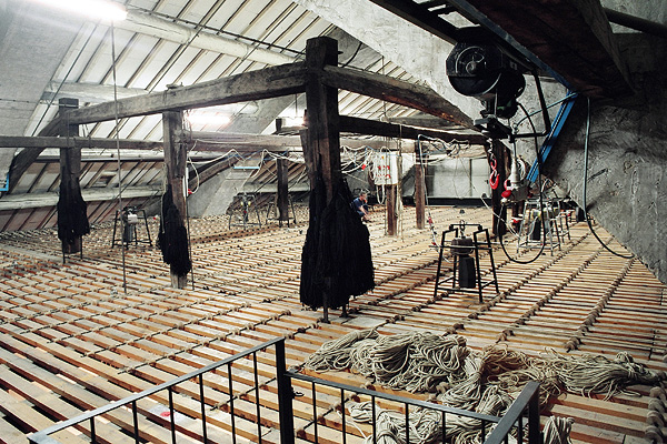un peine de madera de un teatro historico italianose pueden ver los lr