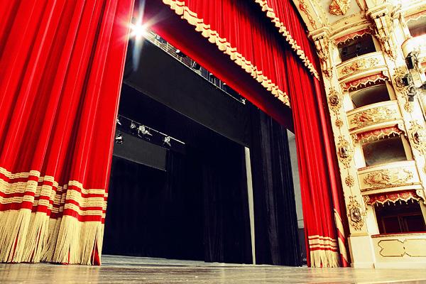 M U L T I L U Z C O R T I N A S : Cortinas Para Teatro / Palco